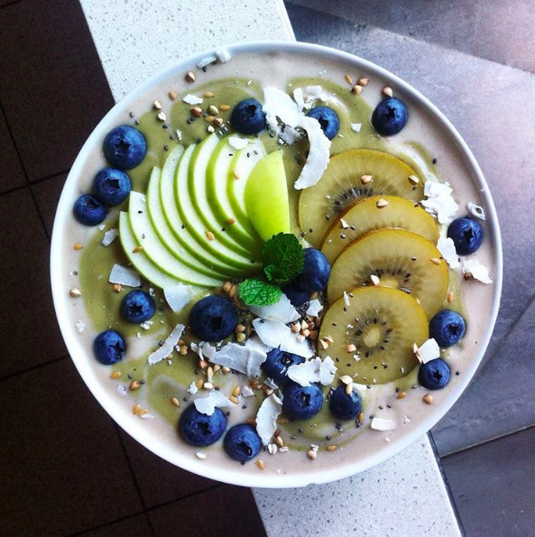 Matcha And Banana Smoothie Bowl By @yenfeitan